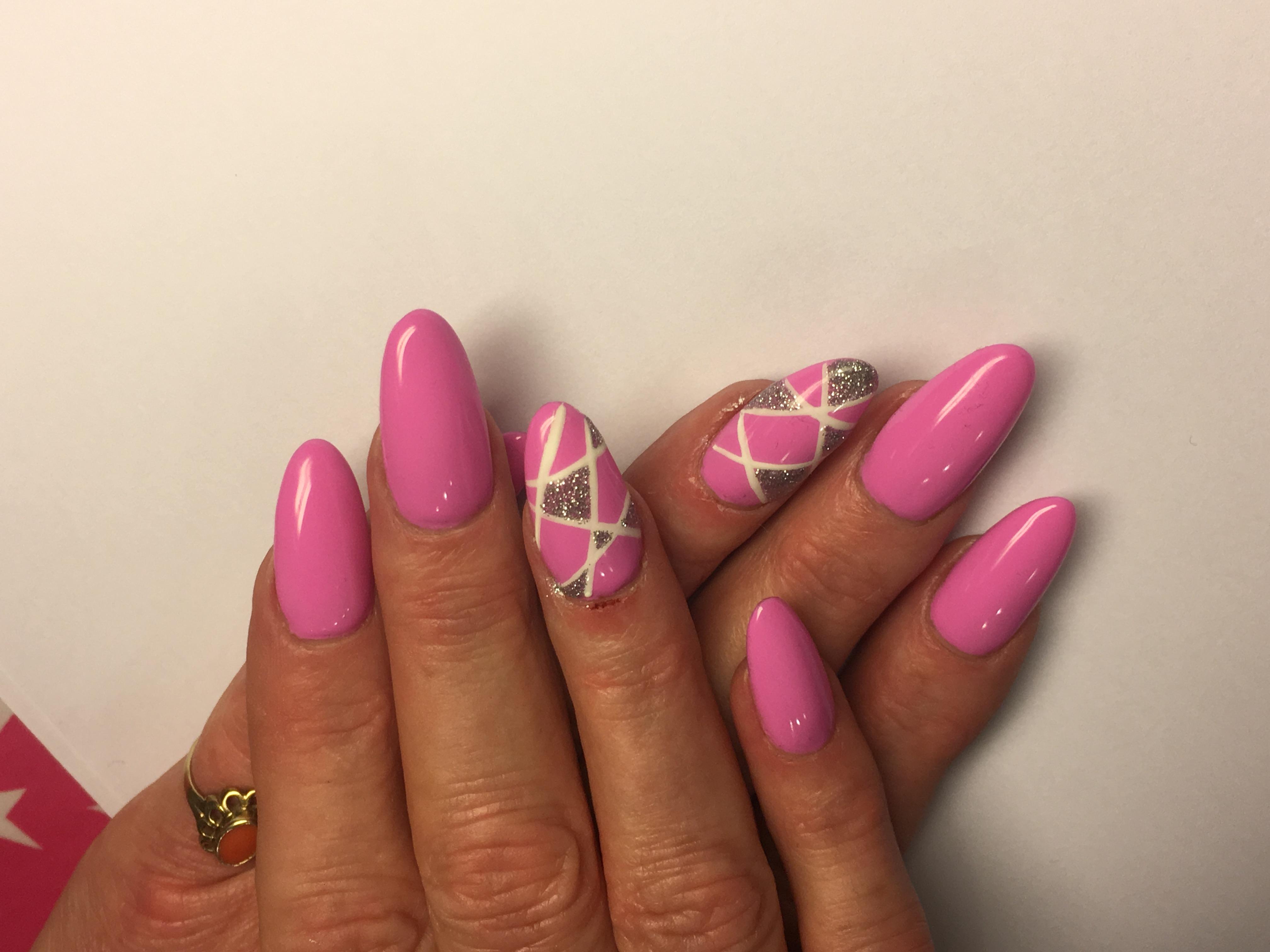 Mit abstraktem Linien Design. Rosa, Pink